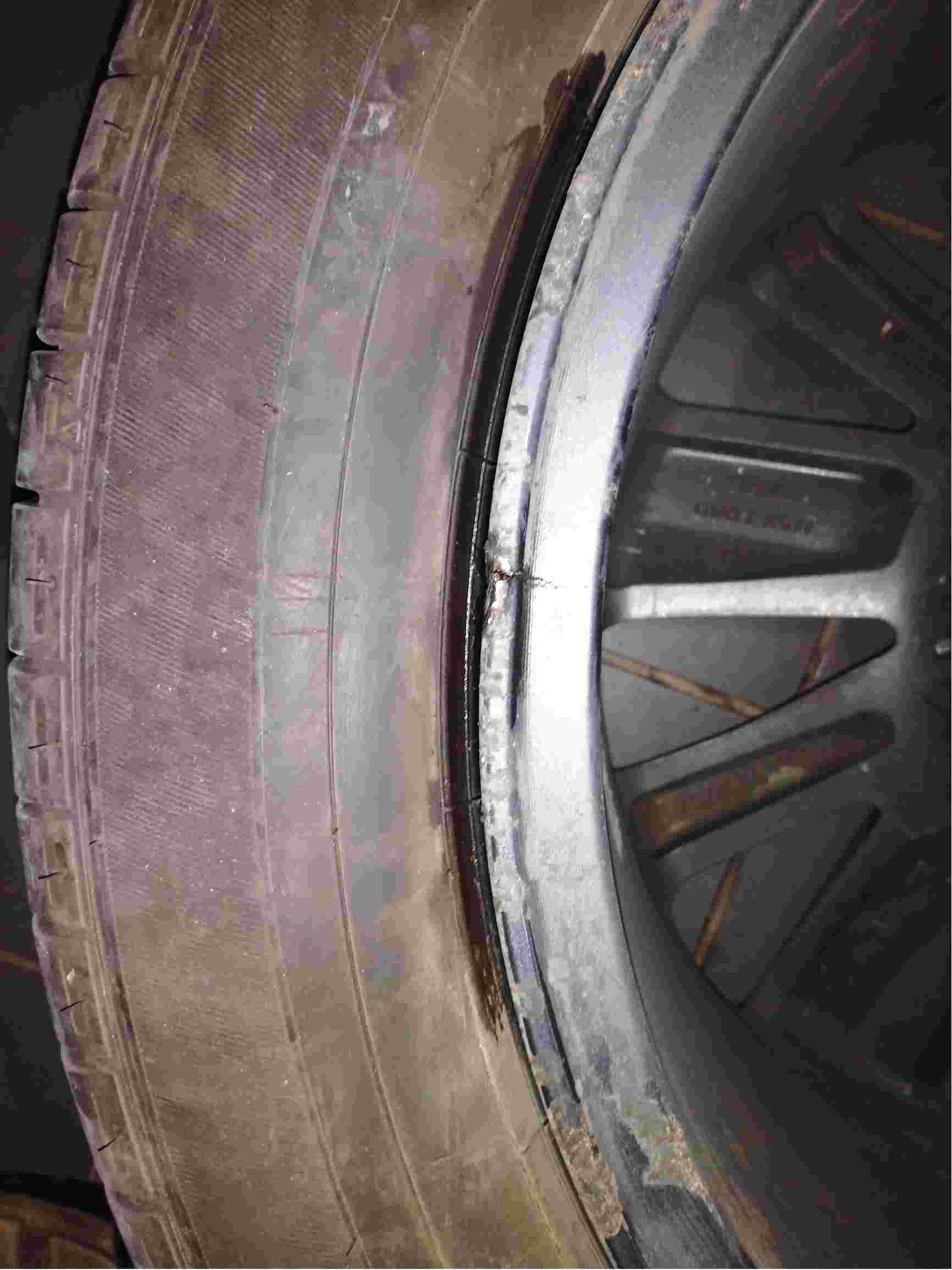 车轮轮毂内侧有裂缝