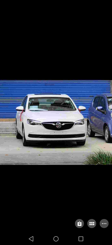 看的车,和买的车不一样,少了一个,多功能方向盘。