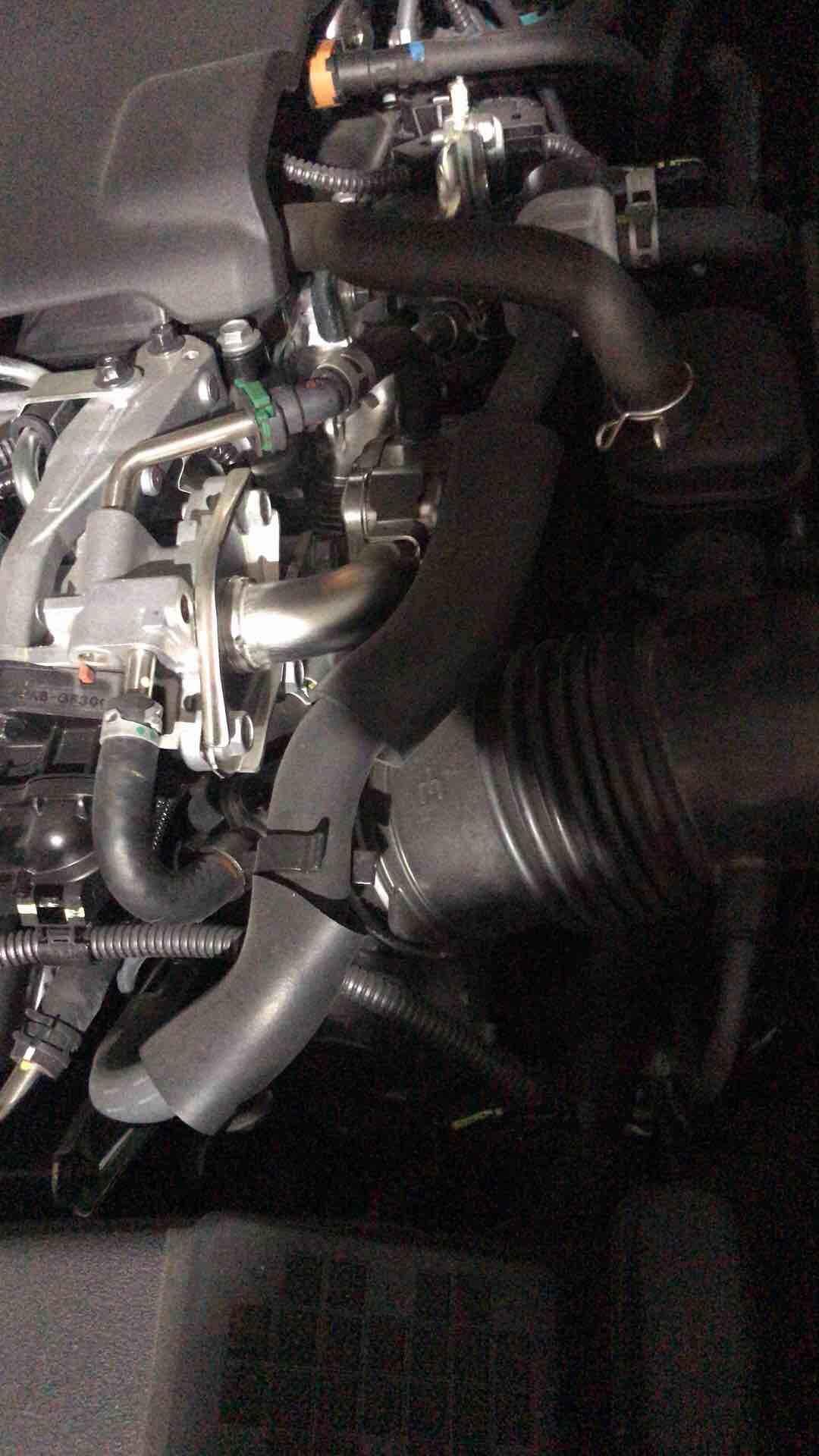 发动机部位异响,哒哒哒声音很吵。