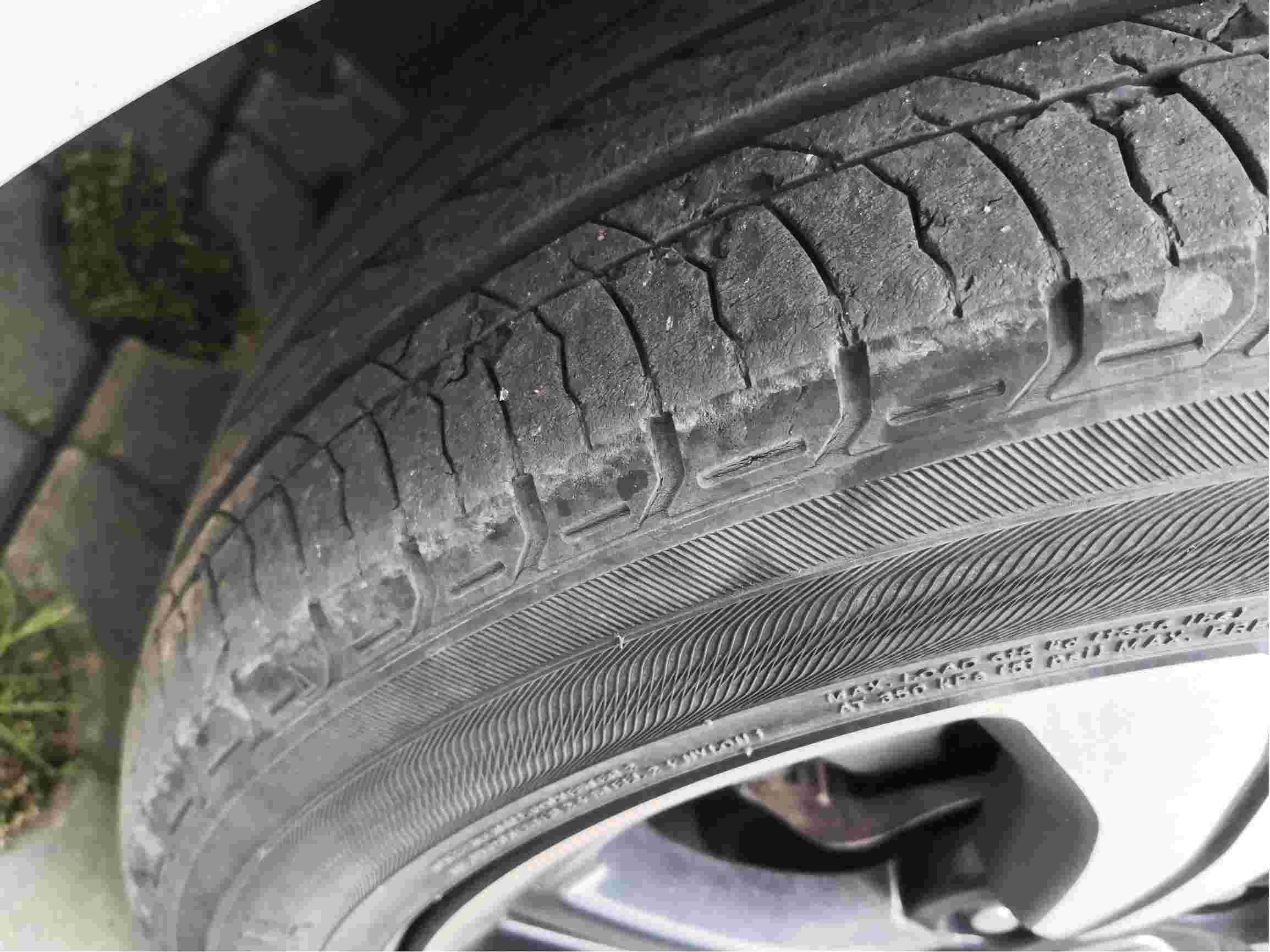 轮胎开裂脱皮
