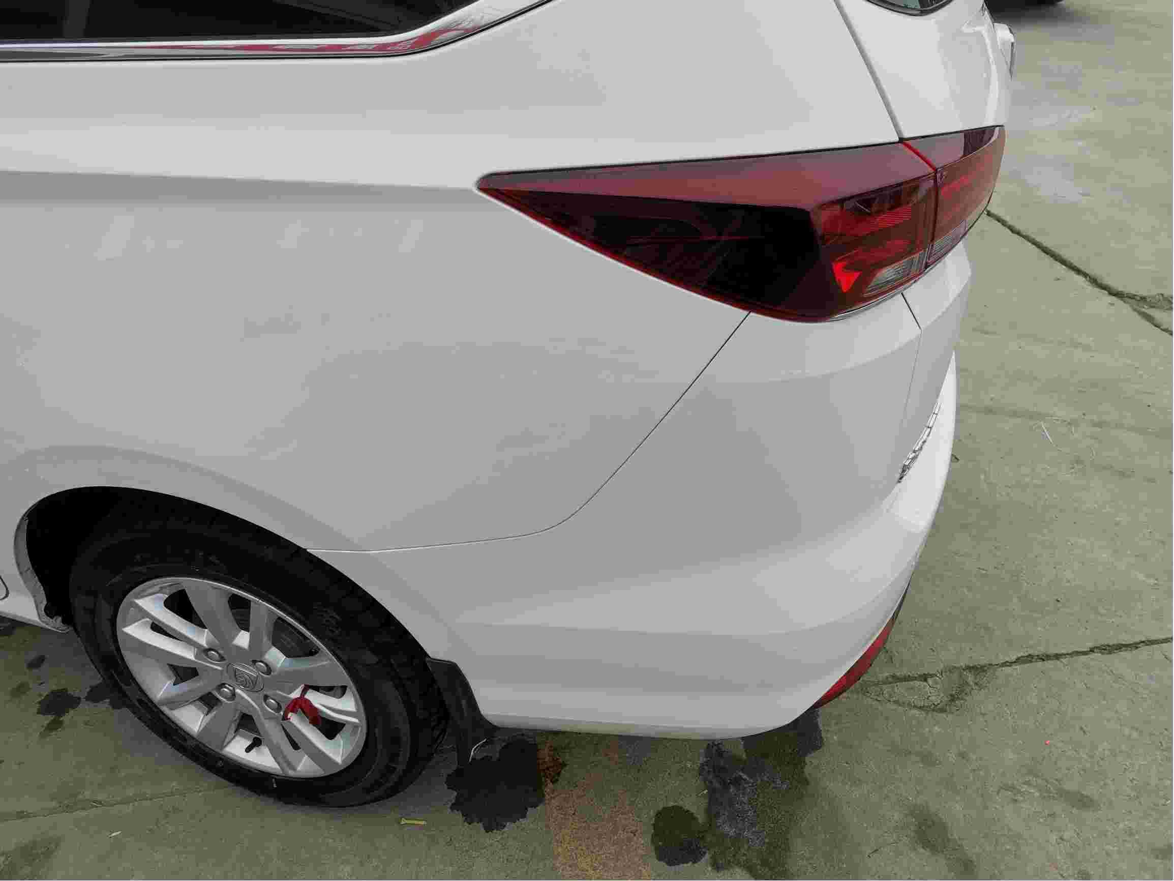 宝骏360车身有色差,转向方向盘异响,车门异响。