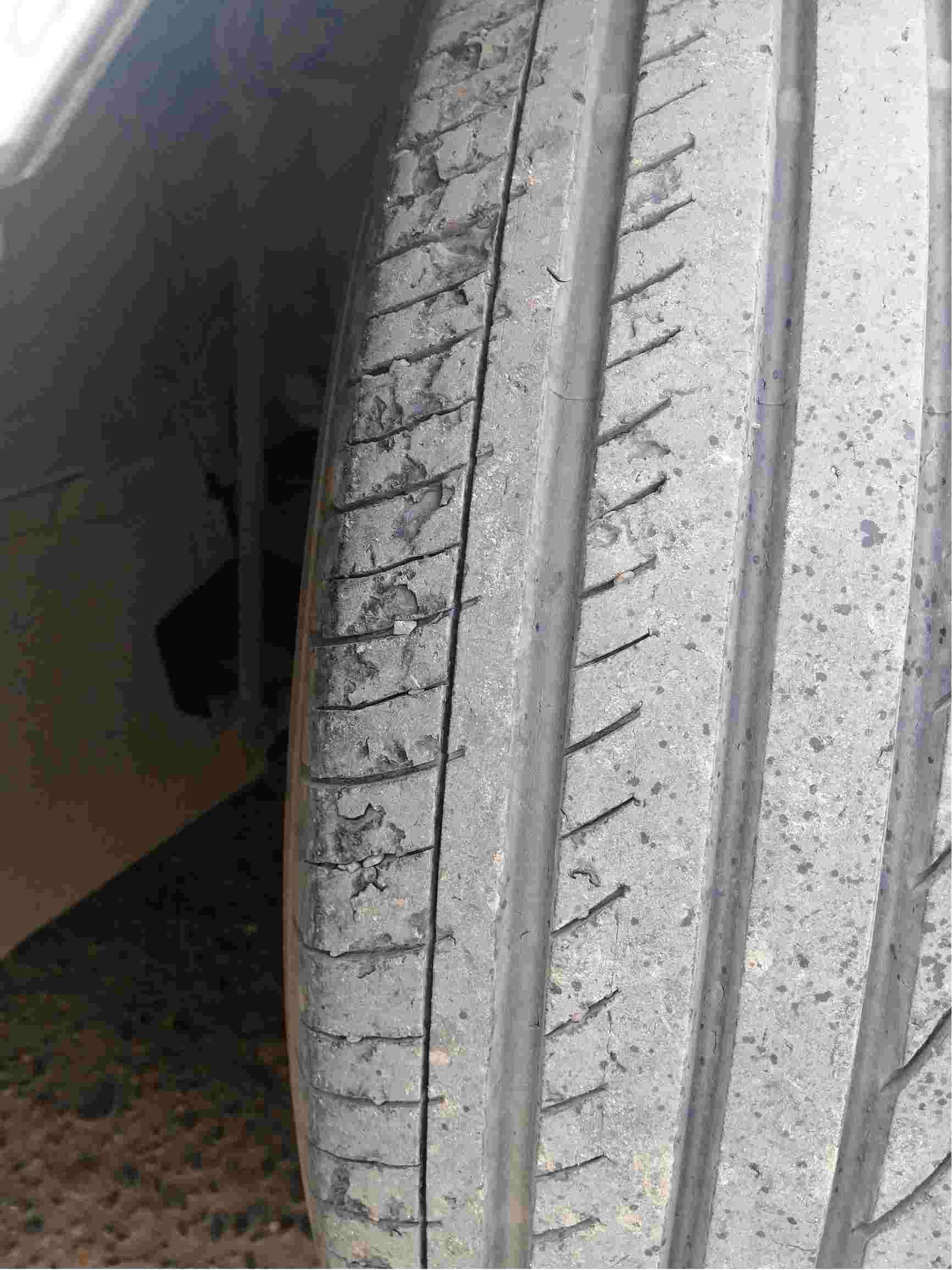 汽车行驶3万公里,4个轮胎掉块