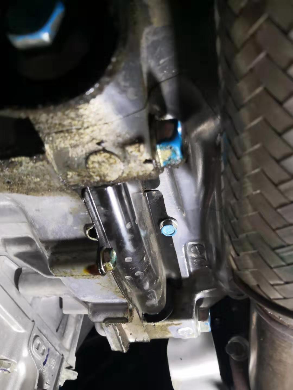 新车一年出现质量问题!变速箱渗油、机油增多乳化