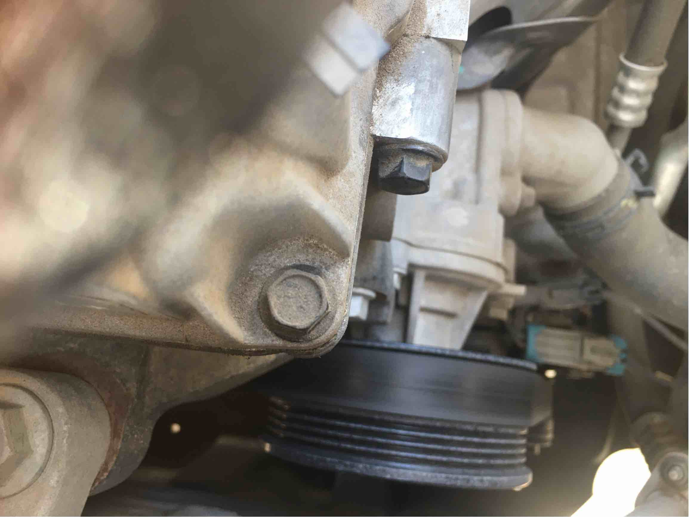 发动机气门室盖漏油