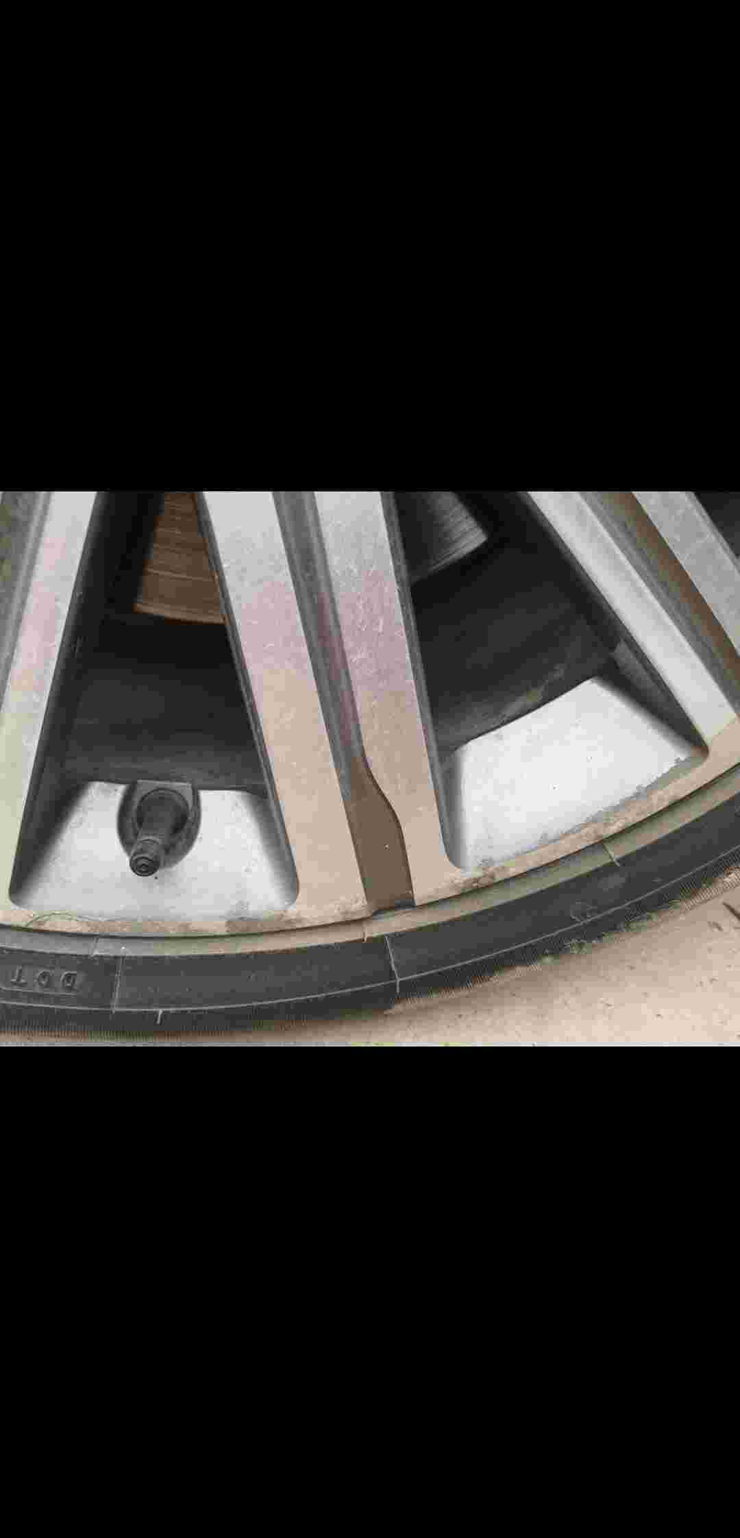 东风标致408发动机故障,轮毂腐烂