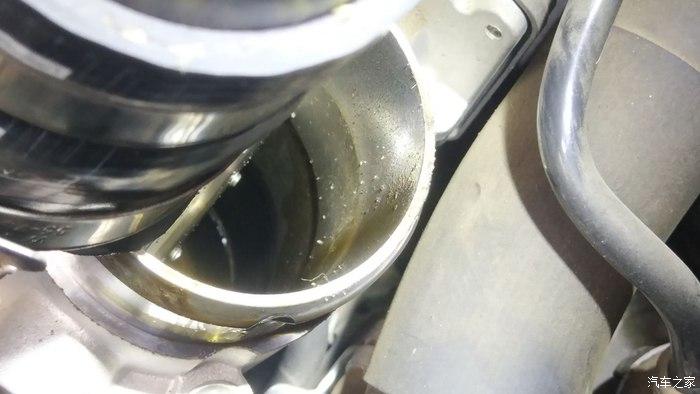 福特福克斯1.5T发动机,节气门管道存有大量机油