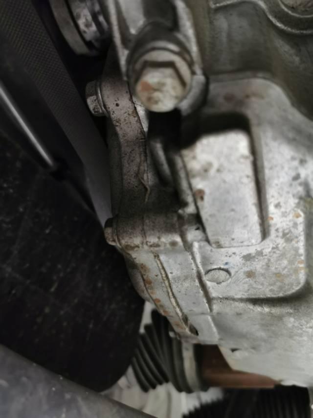 发动机漏油