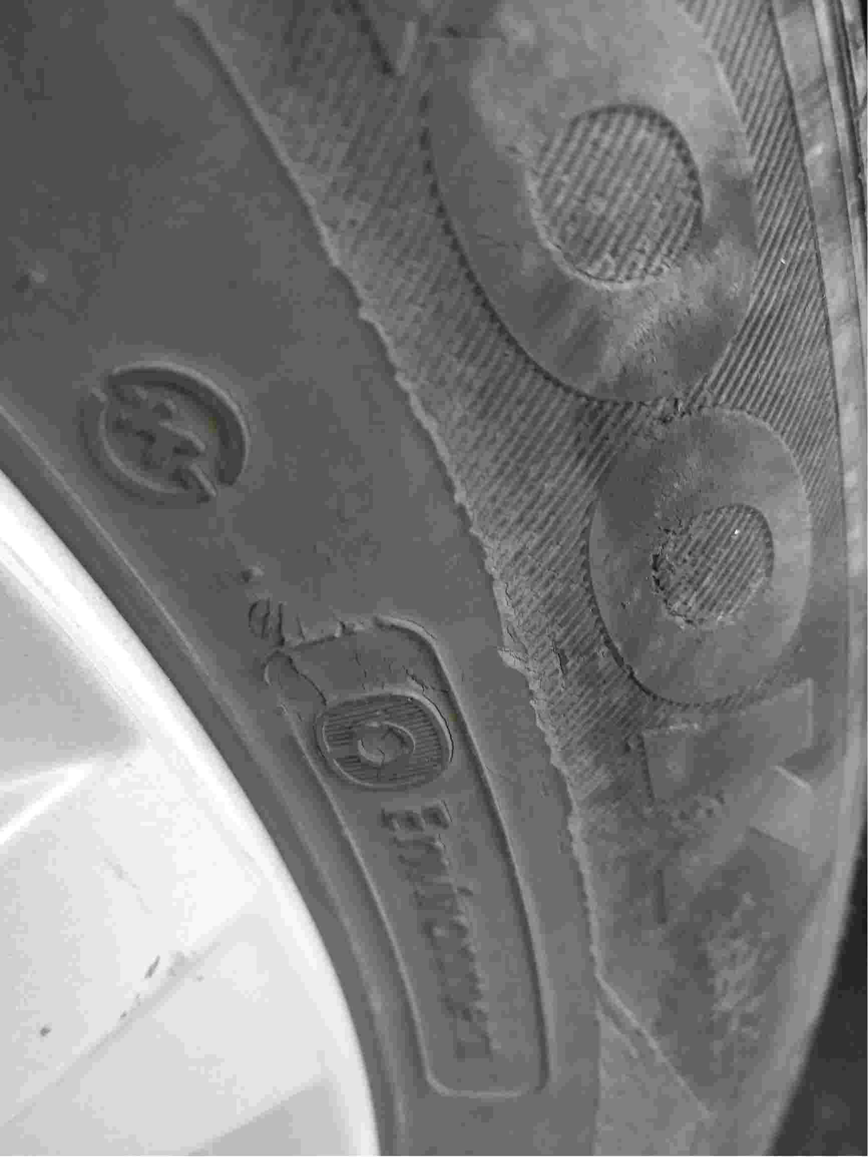 轮胎侧面有裂纹